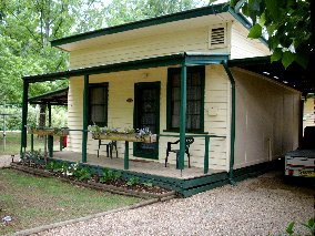 Pioneer Garden Cottages - Whitsundays Accommodation