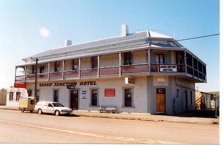 Grand Junction Hotel - Whitsundays Accommodation