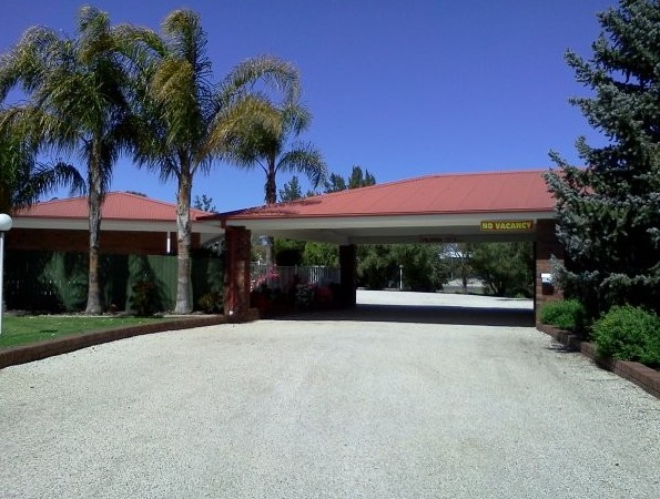 Golden Chain Border Gateway Motel - Whitsundays Accommodation
