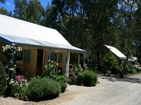 Riesling Trail Cottages - Whitsundays Accommodation