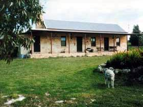 Mt Dutton Bay Woolshed Heritage Cottage - Whitsundays Accommodation