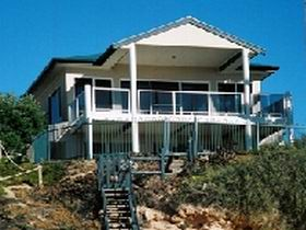 Top Deck Cliff House - Whitsundays Accommodation