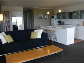 Coorong Waterfront Retreat - Whitsundays Accommodation