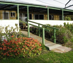 The Folly Holiday Home - Whitsundays Accommodation