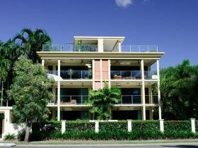 Cairns Beachfront Apartment - Whitsundays Accommodation