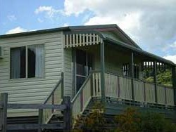 Halls Country Cottages - Whitsundays Accommodation