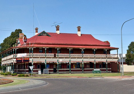 The New Coolamon Hotel - Whitsundays Accommodation
