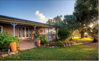 James Farmhouse and Rose Cottage - Whitsundays Accommodation