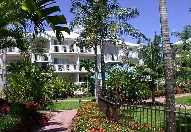 Australis Cairns Beach Resort - Whitsundays Accommodation