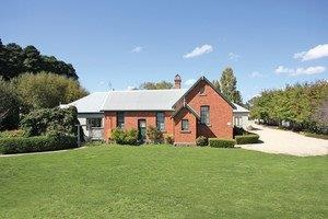 Woodend Old School House Bed and Breakfast - Whitsundays Accommodation