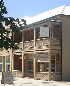 Cobb  Co Court Boutique Hotel - Whitsundays Accommodation