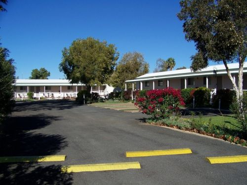 The Country Way Motor Inn - Whitsundays Accommodation