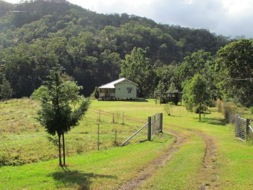 Eighteen Mile Cottage and Homestead - Whitsundays Accommodation