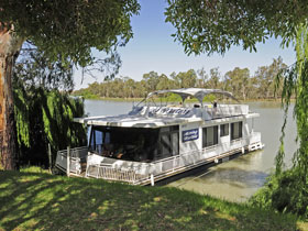 Boats and Bedzzz - The Murray Dream self-contained moored Houseboat - Whitsundays Accommodation