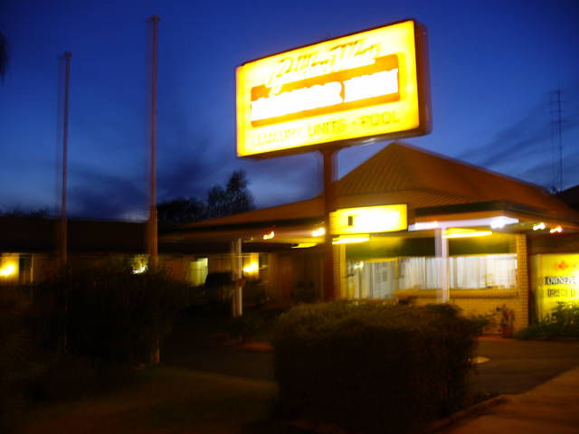 Golden West Motor Inn - Whitsundays Accommodation