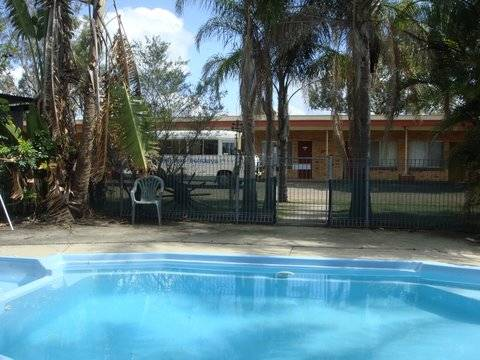 Hilldrop Motor Inn - Whitsundays Accommodation