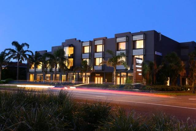 The Brighton Savoy Hotel - Whitsundays Accommodation