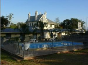 Airlie House Motor Inn - Whitsundays Accommodation