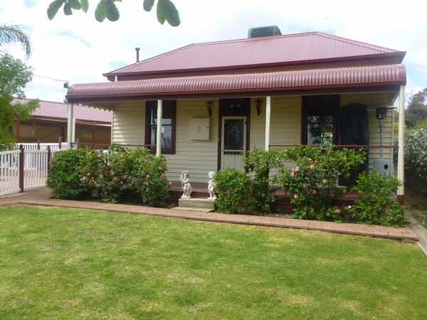 Country Cottages BB - Whitsundays Accommodation
