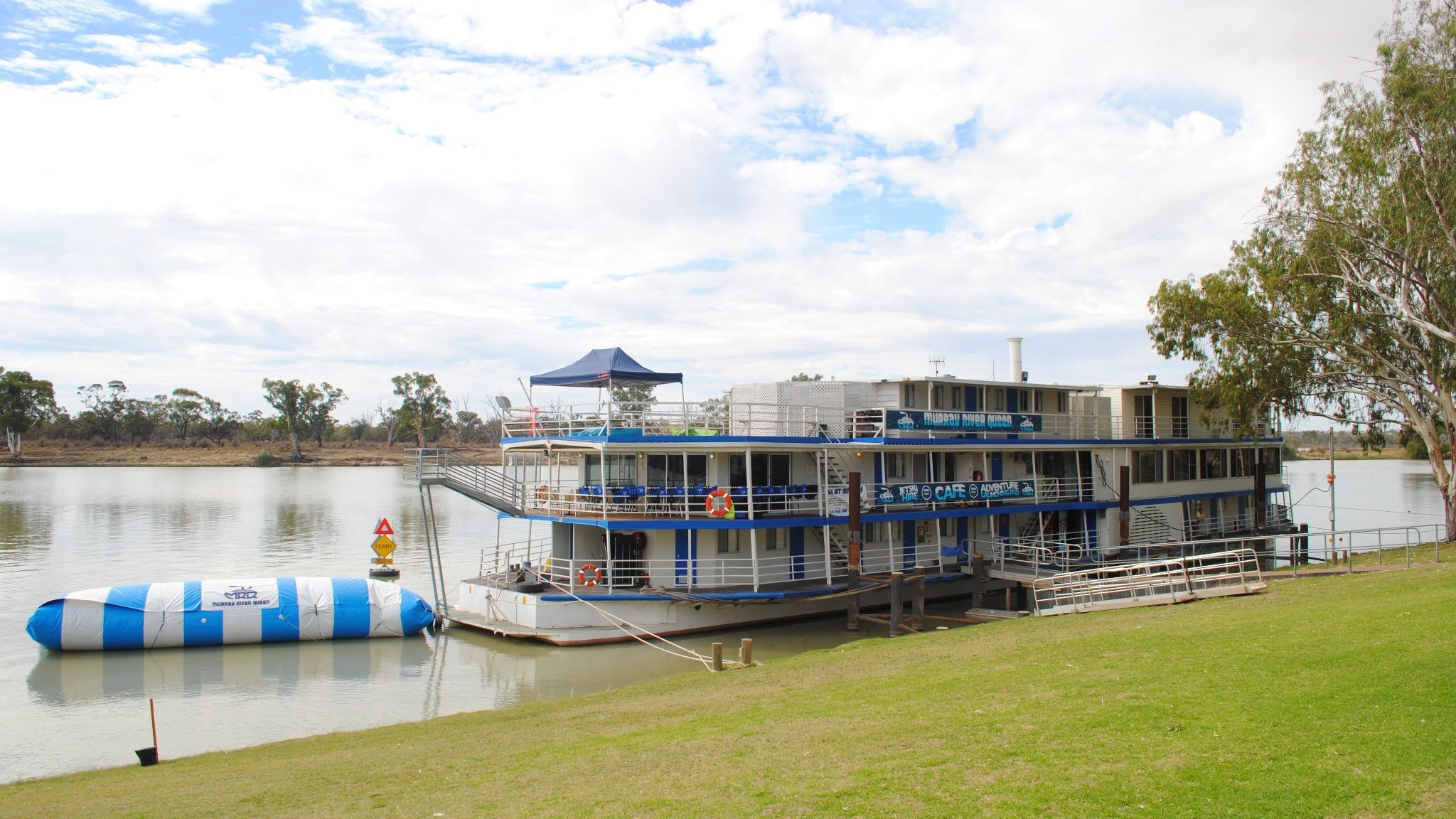 Murray River Queen Backpackers