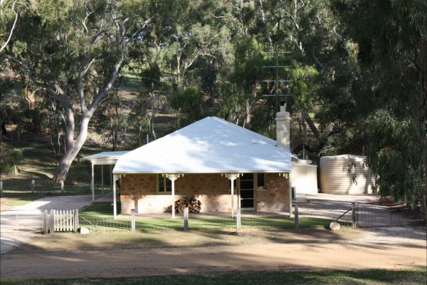 Hughes Park Cottage  Weddings - Whitsundays Accommodation
