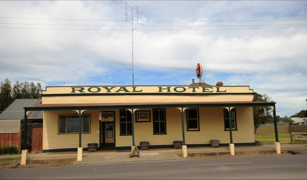 Royal Hotel Snake Valley - Whitsundays Accommodation