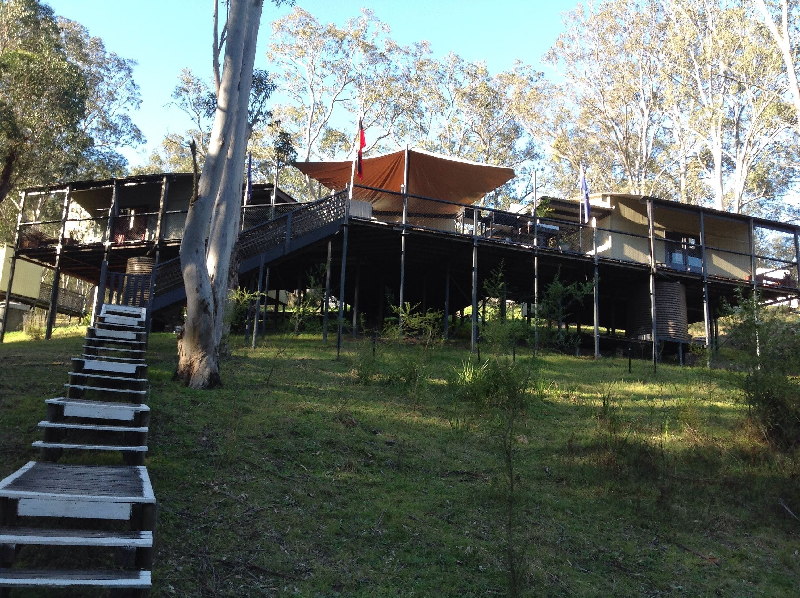 Six Foot Track Lodge - Whitsundays Accommodation