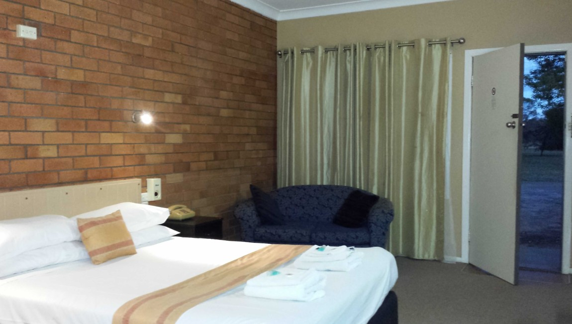 AA Hilldrop Motor Inn - Whitsundays Accommodation